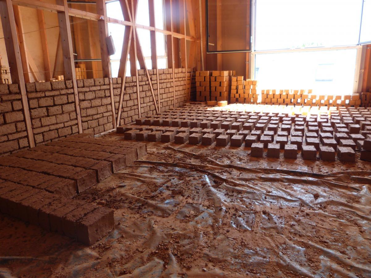 Faire Un Mur De Brique Intérieur j'ai testé pour vous la construction en terre crue   novabuild